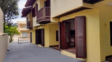 COD A187 – Apartamento com 2 dormitórios em Bombas