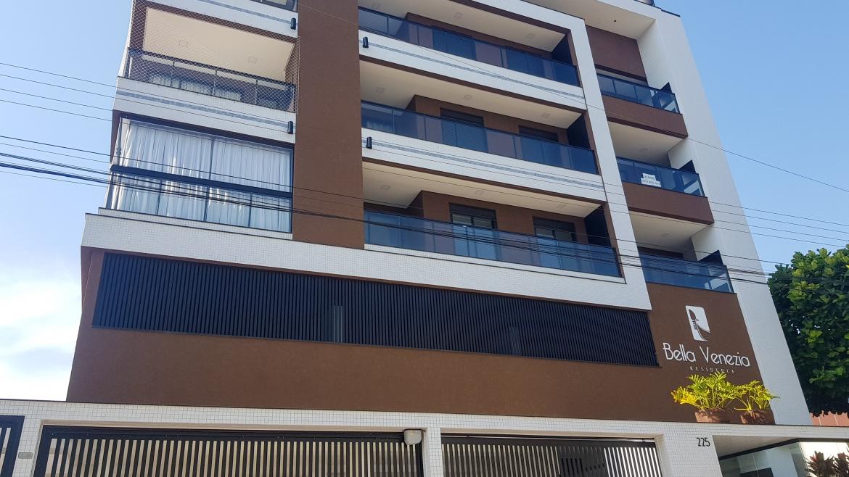 COD VA004 – Apartamento de 2 suítes próximo a Avenida principal de Bombas