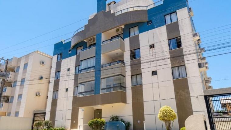 COD A1212 – Apartamento com 5 dormitórios e vista para o mar
