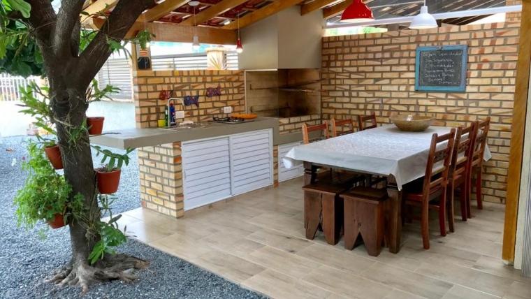 COD A24 – Casa com 3 dormitórios a 170 metros da praia de Bombas