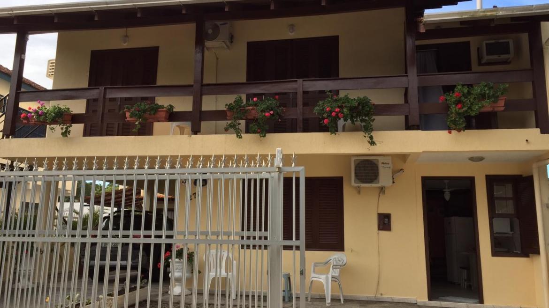 COD A5115 – Apartamento com 3 dormitórios em Bombas