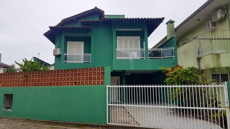 COD VC003 – Casa Frente Mar na Praia de Bombas.