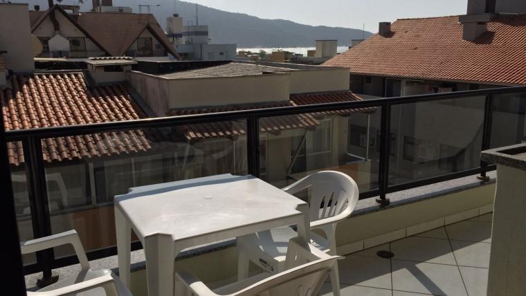 COD A002 – Apartamento com 3 dormitórios na avenida principal de Bombas