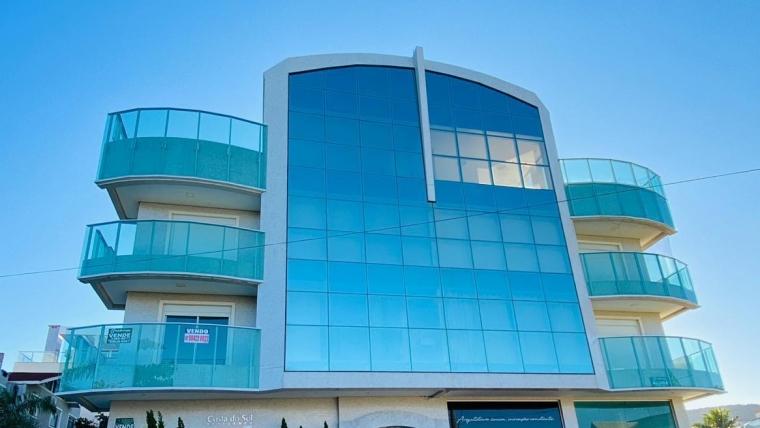 COD VA019 – Apartamento com 3 suítes localizado perto da praia à venda.