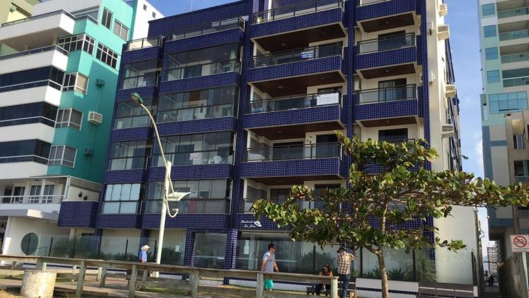 COD VA016 – Apartamento frente mar em Meia Praia à Venda.