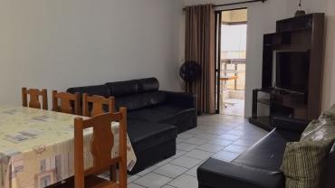 COD A090 – Excelente apartamento com 2 dormitórios na avenida principal de Bombas